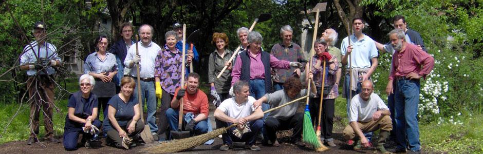 Dal 2003 i volontari del Giardino degli Aromi svolgono attività a diretto contatto con la natura. Per promuovere il benessere personale, favorire l'inclusione e il reinserimento di persone che attraversano momenti di difficoltà